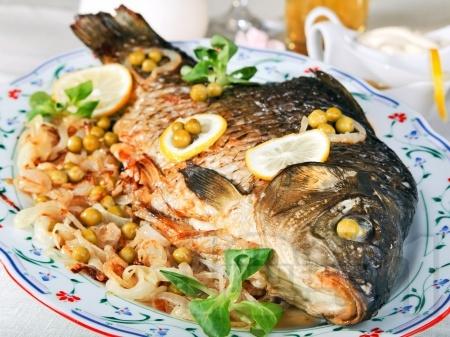 Пълнен шаран с ориз и фъстъци за Никулден - снимка на рецептата